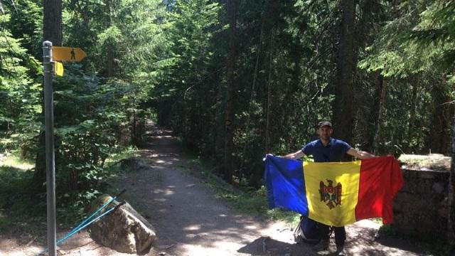 Un moldovean face Tour du Mont Blanc, ca să adune bani pentru fotolii ginecologice, adaptate femeilor cu deficiențe