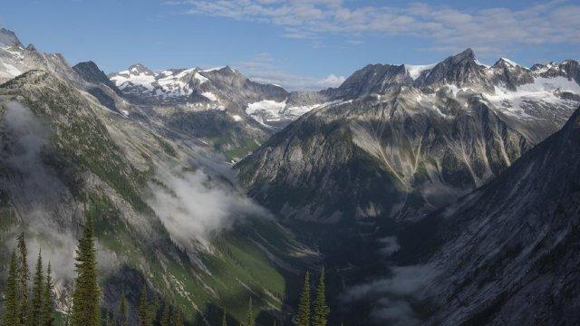 Paza de Coastă americană a salvat 11 persoane după ce un avion s-a prăbuşit într-un versant al Muntelui Jumbo din Alaska