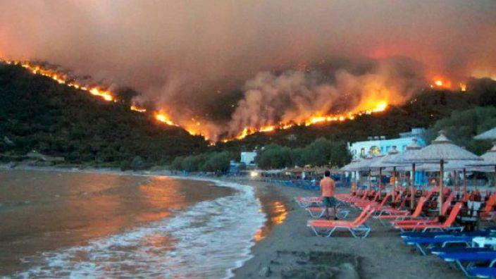Numărul victimelor incendiilor din Grecia a ajuns la 96