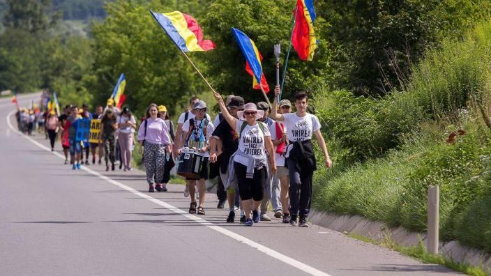 Marșul Centenarului | Flacăra Unirii pleacă de la Sibiu la Curtea de Argeș (VIDEO)