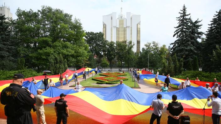 Liberalii și tinerii unioniști au cerut, la Parlament, consfințirea denumirii Limba Română în Constituția R.Moldova (FOTO/VIDEO)