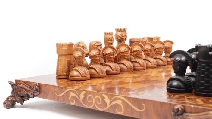 Un joc de şah care a aparţinut soţilor Ceauşescu va fi scos la licitaţie săptămâna viitoare