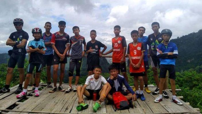 Cei 12 băieţi şi antrenorul lor eliberaţi dintr-o peşteră din Thailanda au povestit prin ce au trecut