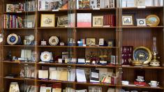 Muzeul Parlamentului își scoate la vânzare suvenirele