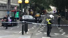 Poliţia efectuează percheziţii la trei locuinţe după presupusul atentat terorist la Londra