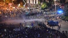 Președintele Klaus Iohannis a condamnat intervenția Jandarmeriei la protestele românilor din diaspora, la București (FOTO)
