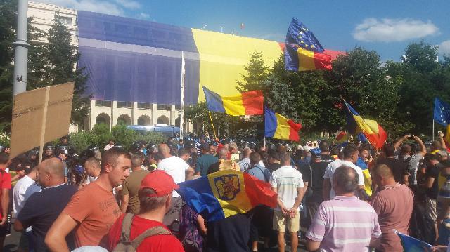 Protestul diasporei din București | A fost nevoie de intervenția forțelor de ordine pentru incidentele din mulțime