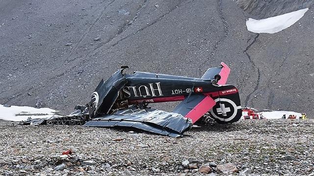 Avion militar de epocă, prăbușit în Elveția. Toate persoanele aflate la bord au murit