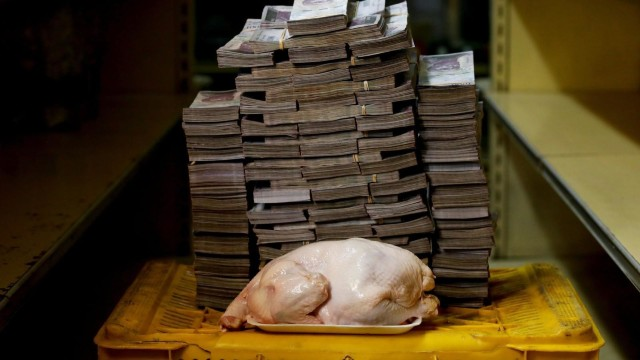 GALERIE | Imagini care arată de câți bani au nevoie locuitorii Venezuelei pentru a cumpăra  produse de primă necesitate