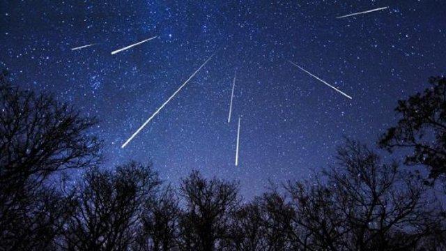 Cetățenii R.Moldova vor putea admira cea mai mare ploaie de stele din 2018