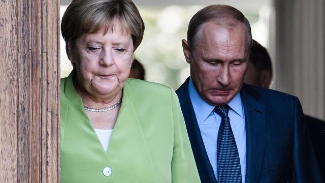 """Rusia, acuzată că a spart emailul Angelei Merkel. Cancelarul german vorbește despre """"atacuri cu mijloace hibride"""""""