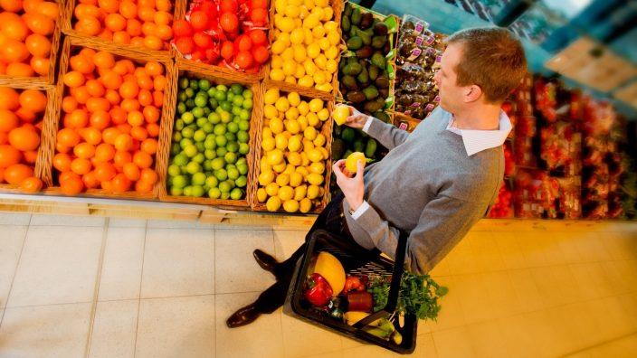 Peste 50 de milioane de tone de alimente sunt aruncate, anual, din cauza aspectului necorespunzător, relevă un studiu