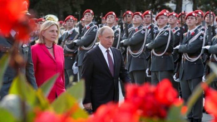 Vladimir Putin vine cu un cadou special la nunta şefei diplomaţiei austriece, Karin Kneissl