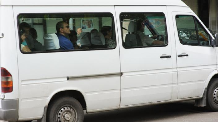 Microbuze de rută și taxiuri într-o stare tehnică deplorabilă, în Capitală. Polițiștii au aplicat amenzi și sancțiuni