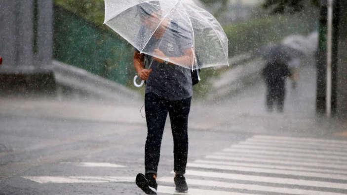 Japonia, ameninţată de două taifunuri puternice