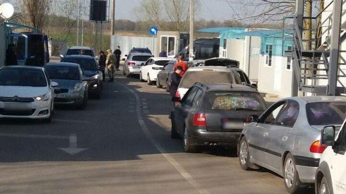 Cozi la două puncte de trecere a frontierei. Sistemul Informațional al Serviciului Vamal ucrainean nu a funcționat