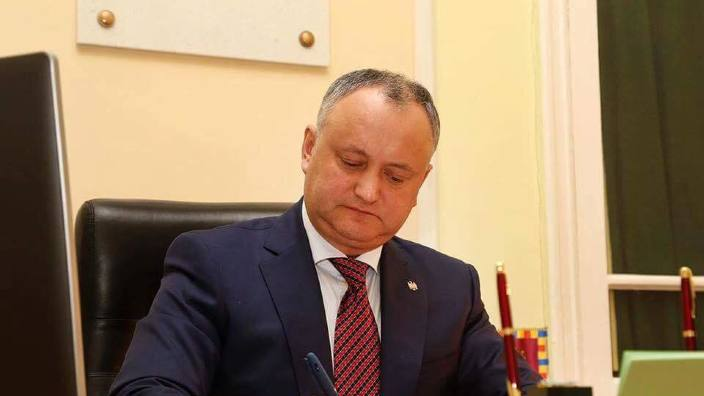 Igor Dodon a semnat actul prin care refuză promulgarea legii privind transmiterea Stadionului Republican Ambasadei SUA