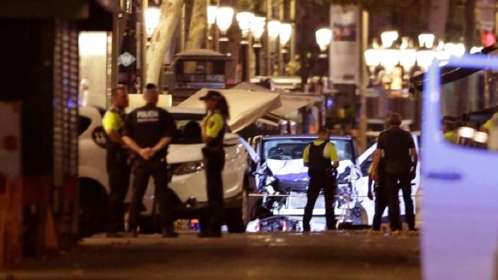Poliţia spaniolă a împuşcat un bărbat înarmat cu un cuţit, atacator într-un comisariat din Catalonia