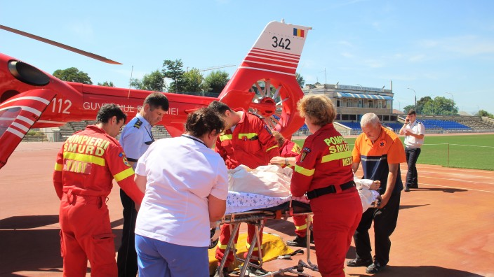 Un echipaj SMURD a transportat un băiat cu diverse traumatisme de la Florești la Chișinău