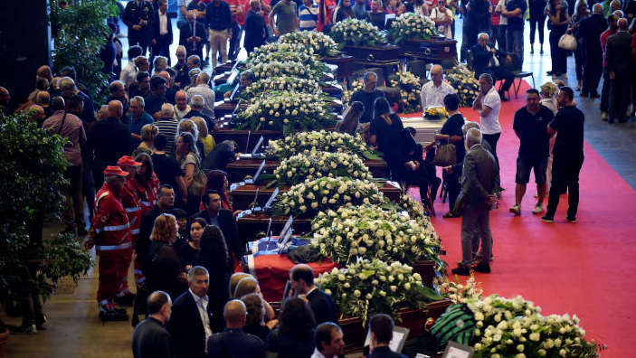 Italia | Funeralii naţionale la Genova după prăbuşirea unui pod rutier. Noi corpuri au fost descoperite