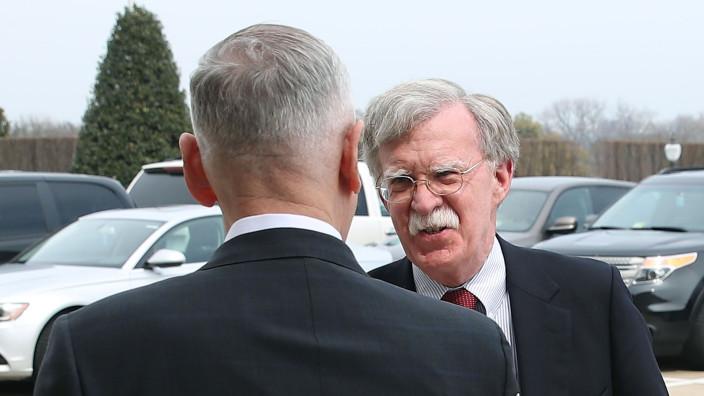 """John Bolton va discuta cu oficialii Kremlinului """"probleme importante de securitate naţională"""" privind întânirea Trump-Putin"""