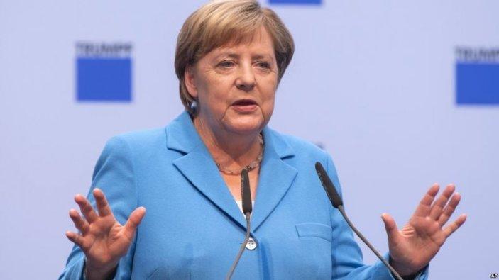 Sprijinul popular pentru blocul cancelarului Angela Merkel a înregistrat un nou minim