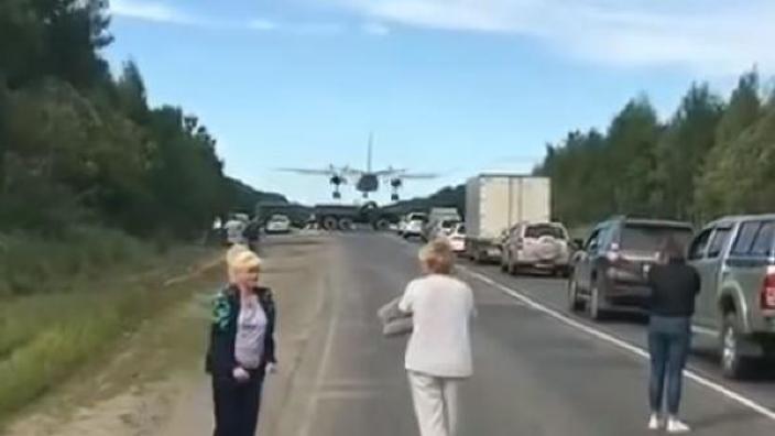 VIDEO | Armata rusă a închis o autostradă pentru ca avioanele de luptă să exerseze aterizări de urgență