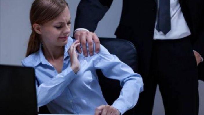 ONG-uri, îngrijorate de creșterea ponderii femeilor angajate care au fost supuse unor forme grave de hărțuire sexuală