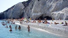 Amenzi de 1000 de euro pentru turiștii care iau acasă pietre din insula grecească Skiathos.