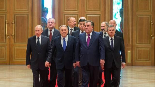 """Prestația lui Igor Dodon la summit-ul CSI, luată în derâdere de presa rusă, care sugerează că e un """"băgăreț"""""""