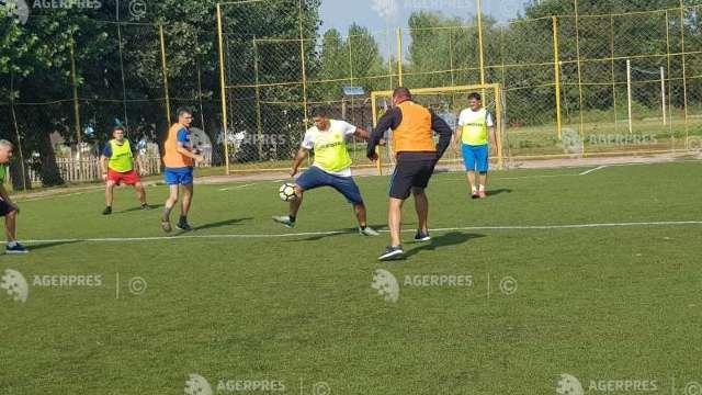 Centenar   Meci de fotbal între selecţionatele primarilor de comune de pe ambele maluri ale Prutului