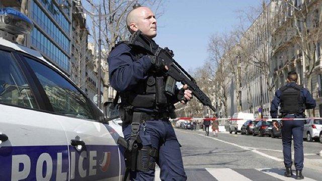 Două persoane au fost rănite după ce un individ a intrat cu maşina în mulţime la Nîmes, în Franţa