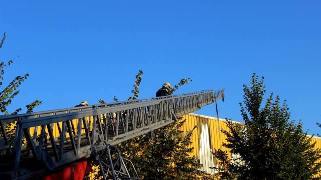 VIDEO | Incendiu la o fabrică din Capitală. Mai mulți angajați au fost evacuați