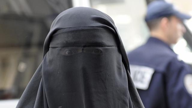 Un canton din Elveția a votat cu o majoritate covârșitoare pentru interzicerea burqa în spațiul public