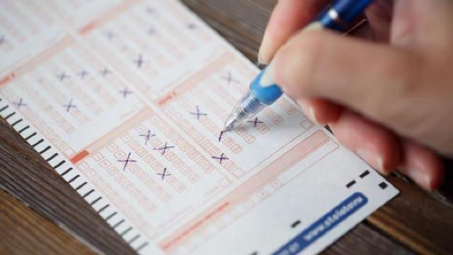 Opinii contradictorii privind anularea facilităților fiscale pentru jocurile de noroc