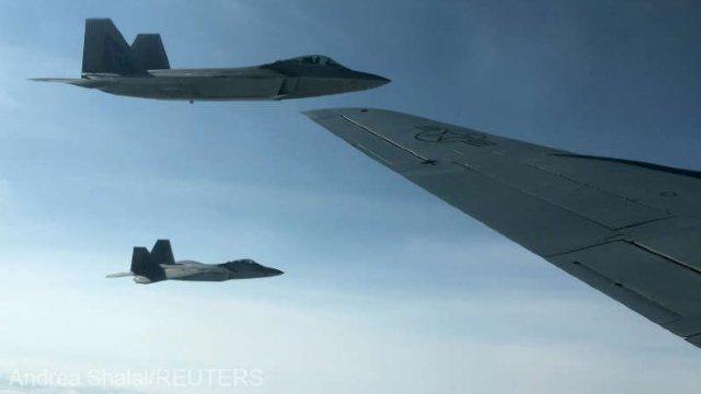 Avioane de luptă americane au escortat bombardiere ruse deasupra Oceanului Arctic