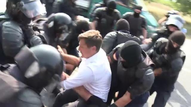 Poliția a făcut uz de forță asupra liderilor unioniști și a bruscat un parlamentar român (Revista presei)