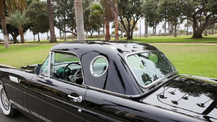 Un automobil ce a aparţinut actriţei Marilyn Monroe, estimat la 500.000 de dolari, scos la licitaţie