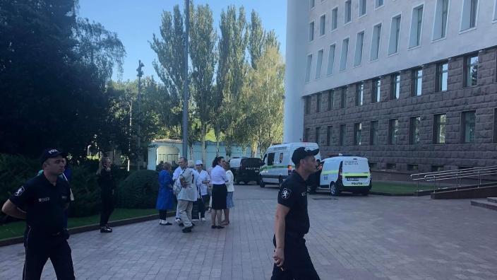 Alertă cu bombă la Parlament. Funcționarii instituției au fost evacuați