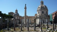 VIDEO | Columna lui Traian, la Roma, iluminată în culorile tricolorului românesc, în prezența lui Klaus Iohannis