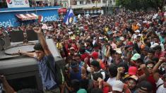 VIDEO | Graniță luată cu asalt - Un val uriaș de imigranți este în drum spre SUA