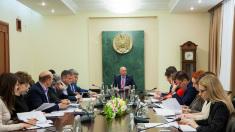 Premierul Pavel Filip s-a conformat cerinței PD și anunță, într-o ședință, simplificarea eliberării vizelor pentru străini
