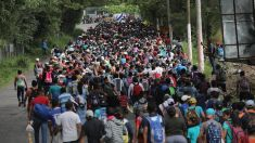 Primul grup din caravana de imigranţi din Honduras a ajuns la graniţa dintre Guatemala şi Mexic
