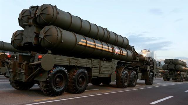 Rusia va începe livrarea de sisteme de rachete S-400 în India, conform contractului semnat