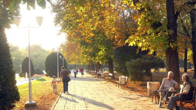 În luna octombrie vremea se va menține cu soare