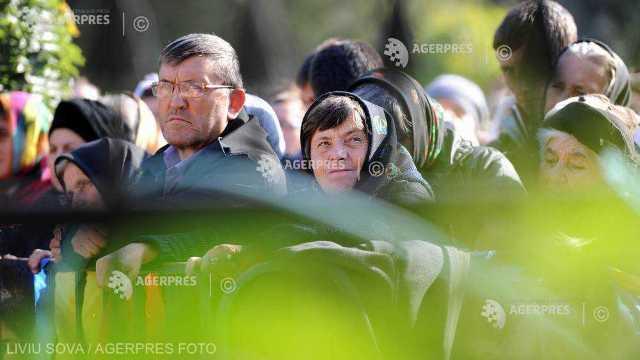 Aproape 100.000 de credincioşi din întreaga Românie, se află la Iaşi, pentru a se închina Sfintei Parascheva