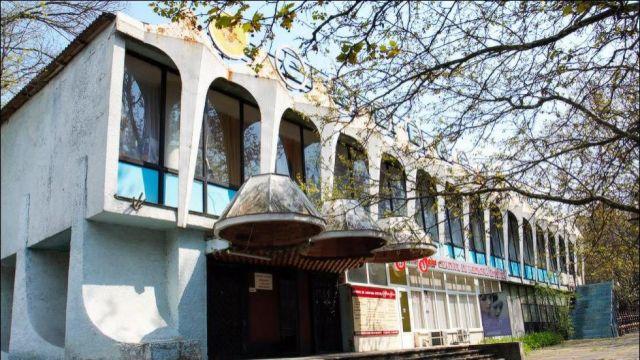 """Activiștii """"Occupy Guguță"""" solicită examinarea valorii arhitecturale, culturale și istorice a clădirii fostei Cafenele Guguță"""