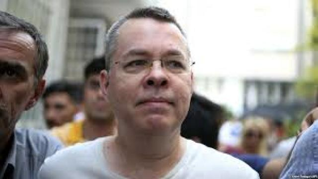 BBC: O instanţă din Turcia a dispus punerea în libertate a pastorului american Andrew Brunson