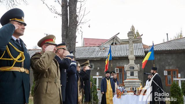 FOTO | Manifestații dedicate Zilei Armatei Române la Chișinău