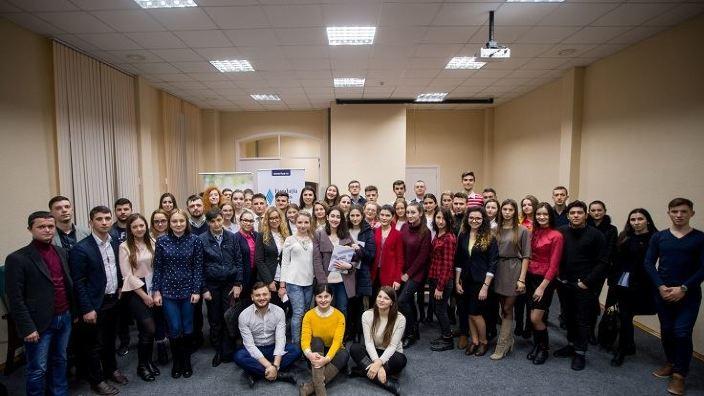 Pauza de cafea | Asociația Invento - tinerii își dezvoltă abilitățile în domeniul politic și cel al afacerilor
